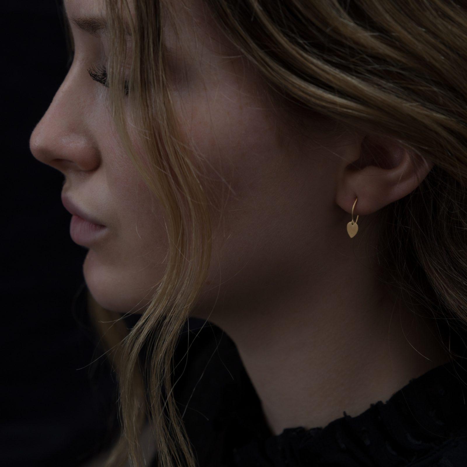 Sia Taylor KE11 Y Yellow Gold Tiny Petal Earrings M