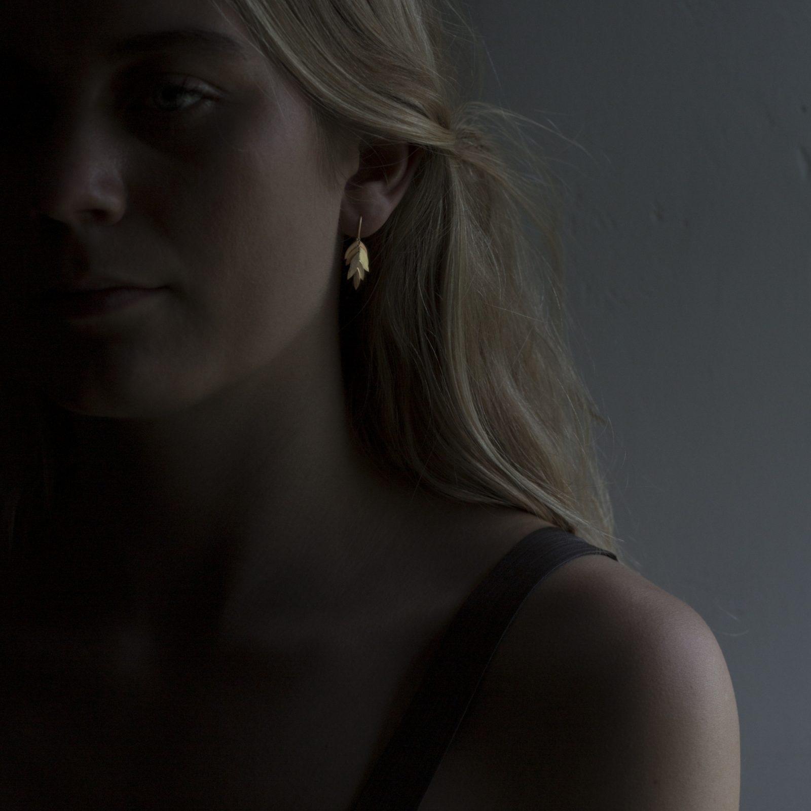 Sia Taylor KE23 Y Small Golden Leaf Earring M