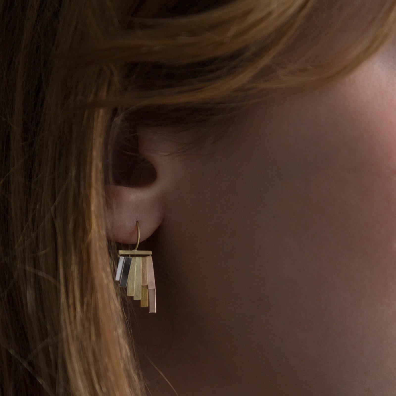 Sia Taylor KE33 RAIN Rainbow Gold Tiny Rainfall Earrings M