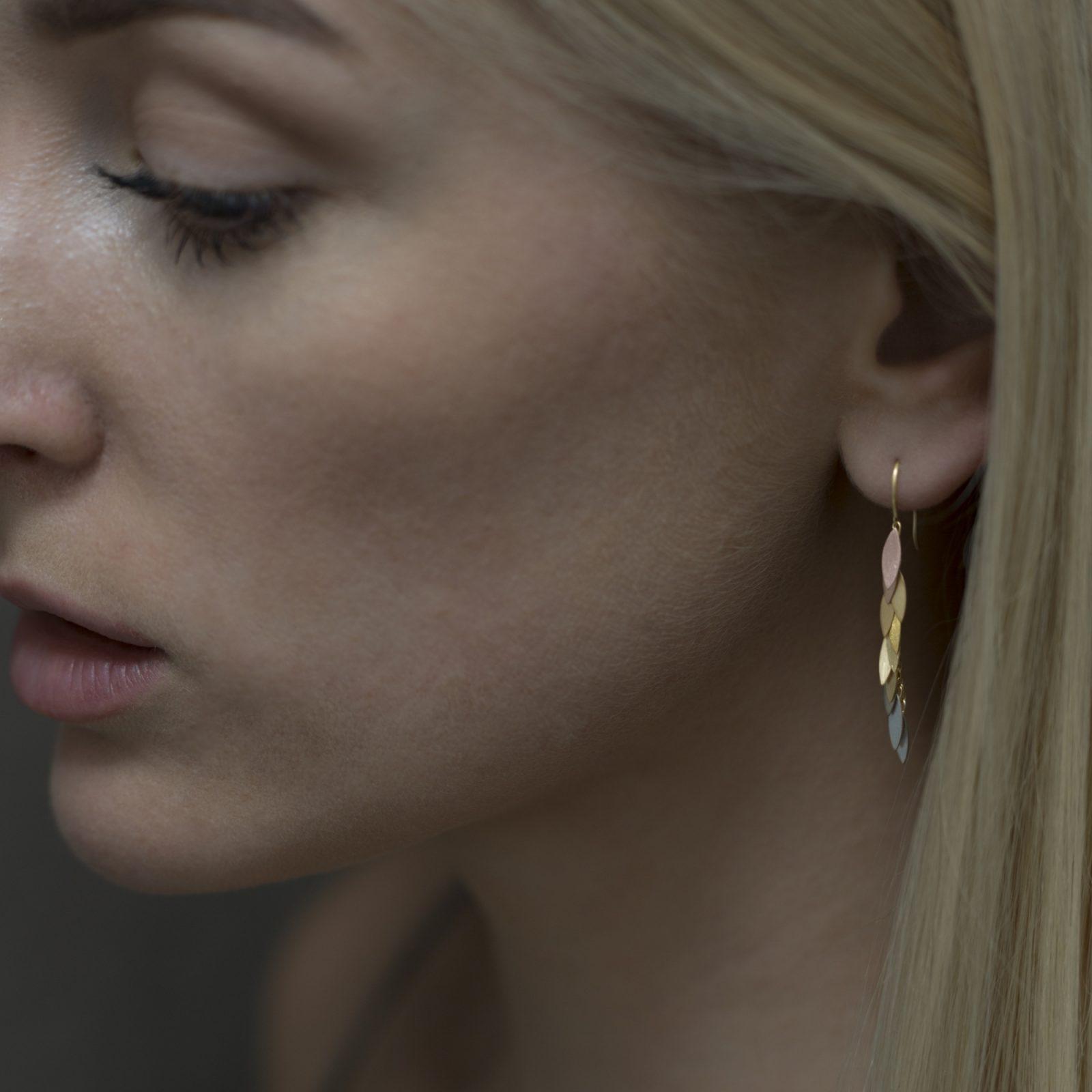 Sia Taylor KE36 RAIN Rainbow Leaf Earring M