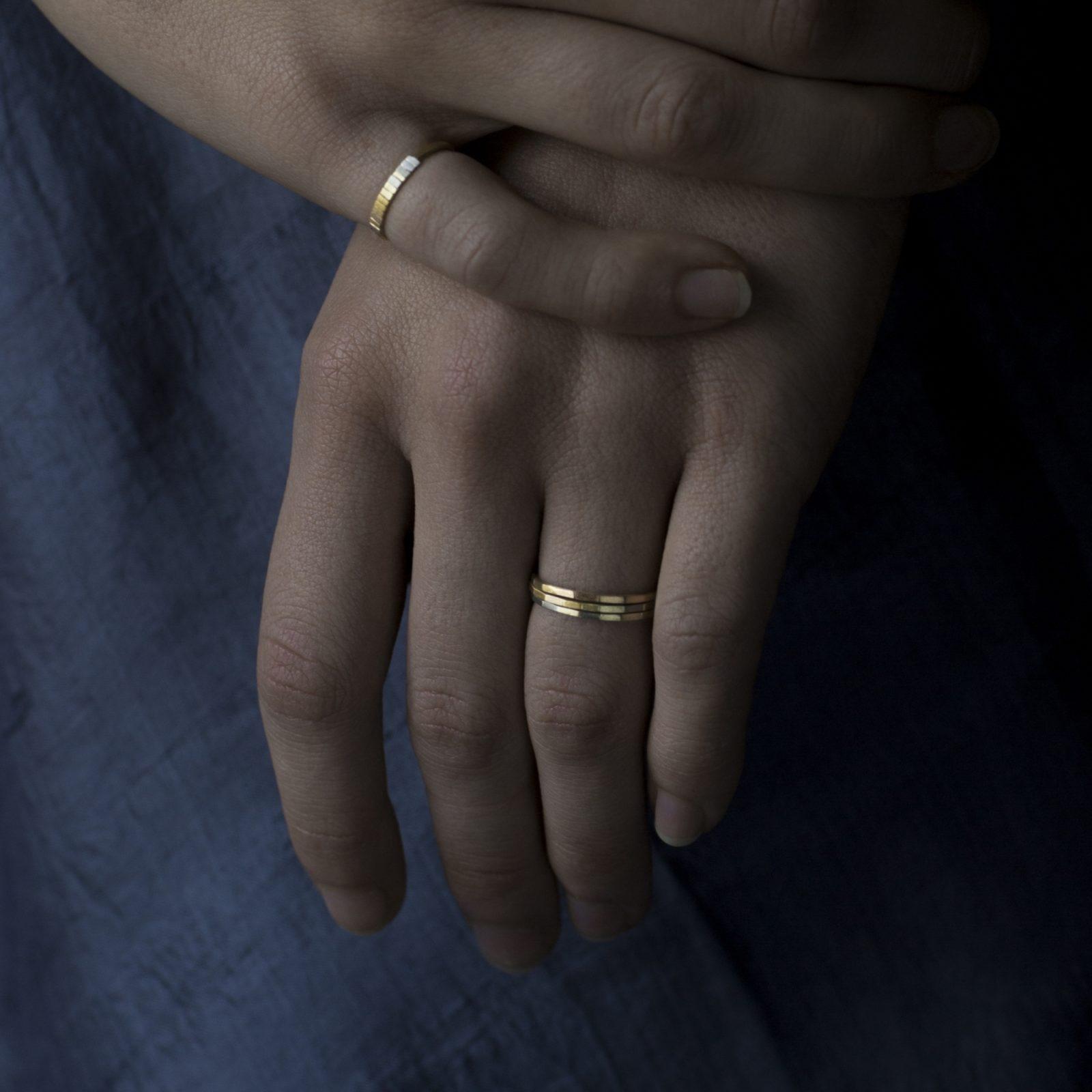 Sia Taylor KR9 ARAIN Super Fine Rainbow Gold Faceted Band M