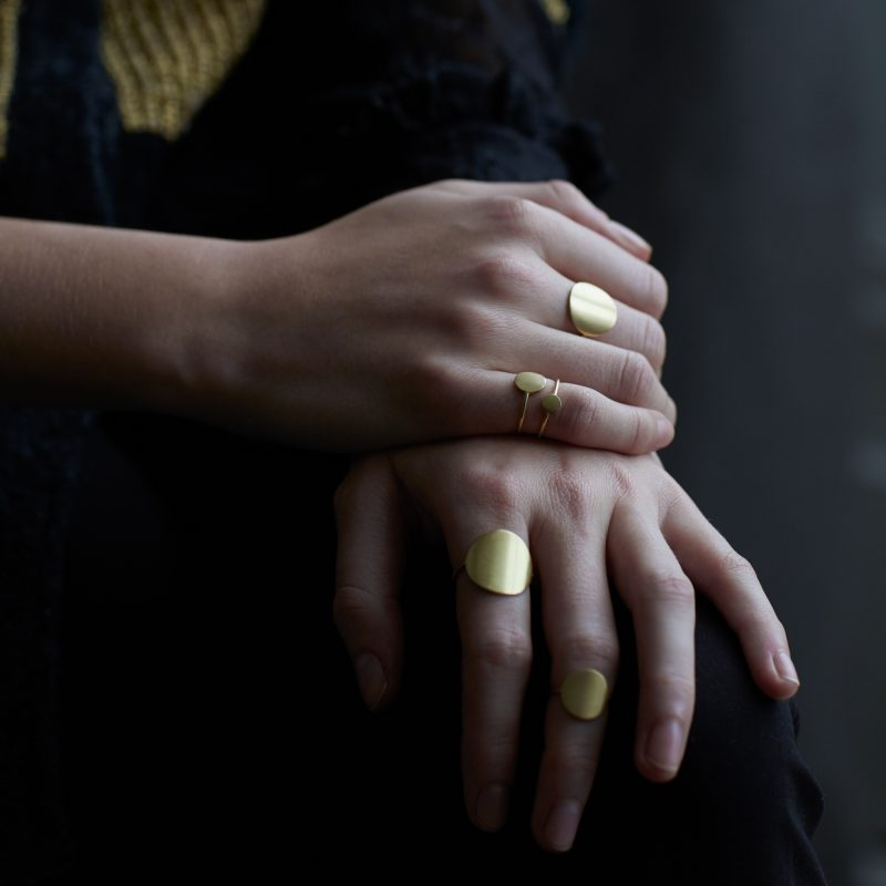 Sia Taylor KR4 Y Yellow Gold 15mm Moon Ring M